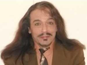 Erol Sürül ve uzun saçları